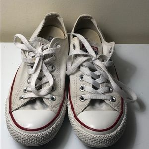 Converse shoes Women's size 7 men's size 5